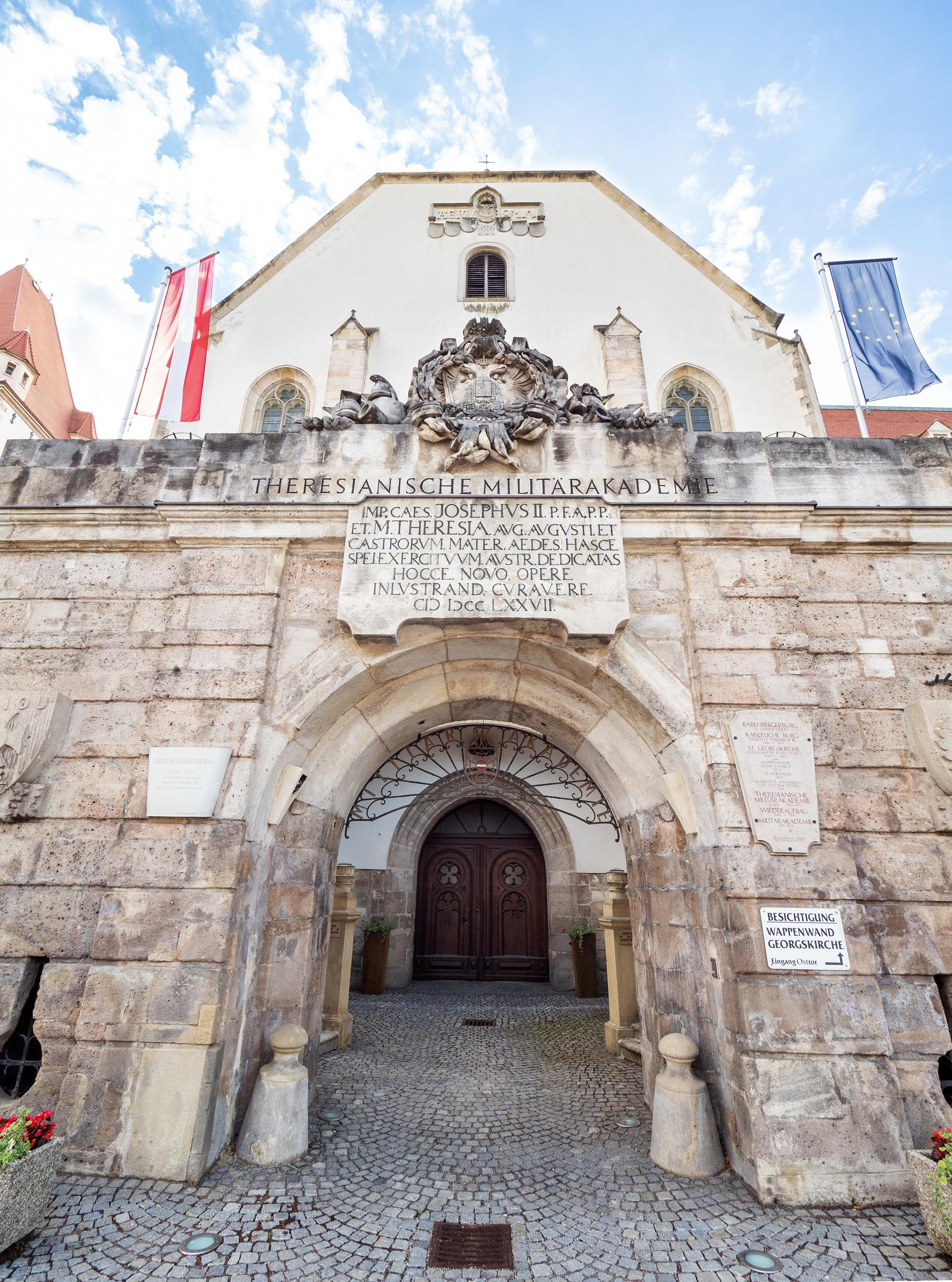 in der Georgskathedrale liegt Kaiser Maximilian I. begraben